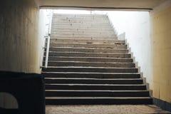 Kroki od tunelowego podziemnego zwyczajnego skrzyżowania Zdjęcie Royalty Free