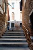 Kroki prowadzi most nad kanałem, Wenecja Zdjęcie Royalty Free