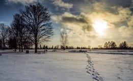 Kroki W śniegu Przy zmierzchem Obrazy Royalty Free