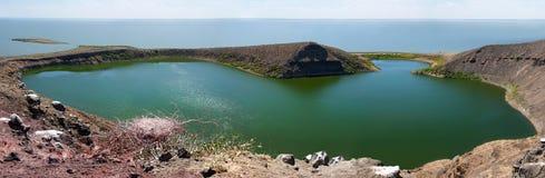 Krokodilmeer op Centraal eiland op Meer Turkana, Kenia. stock afbeeldingen
