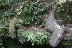 Krokodilstatuen im heiligen Affe-Wald Ubud auf Bali Lizenzfreies Stockbild