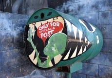 Krokodyl malujący urzędu pocztowego pudełko zdjęcie royalty free