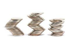 Kromlijnige gelegde stapels muntstukken Stock Afbeeldingen