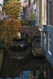 Kromme Nieuwegracht en el centro histórico de la ciudad de Utrech Foto de archivo libre de regalías
