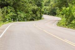 Krommeweg in de berg royalty-vrije stock afbeeldingen