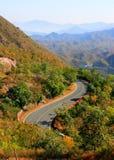 Krommeweg op berggebied Royalty-vrije Stock Afbeeldingen