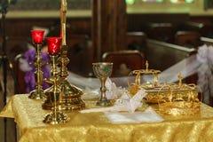 Krona för att gifta sig i guld för ortodox kyrka Royaltyfria Bilder