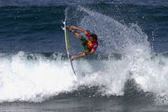 kronahawaii nicol som surfar tredubbel yadin Arkivbilder