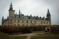 Kronborg slottsikt i Helsingor, Danmark royaltyfri bild