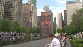 Kronen-Brunnen im Jahrtausend-Park, Chicago stock video footage