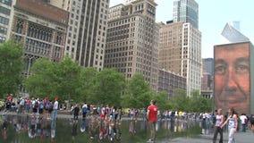 Kronen-Brunnen im Jahrtausend-Park, Chicago stock footage