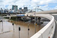 Kroningsaandrijving tijdens de vloedgebeurtenis van Brisbane Stock Foto