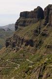 Kronkelige weg aan stad van Masca, Tenerife Stock Foto's