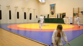 Kronstadt, η Αγία Πετρούπολη, Ρωσίας - 02 Δεκεμβρίου, 2016: Αθλητική λέσχη ` Kobe-Kai ` Τα παιδιά συμμετέχουν σε μια αθλητική αίθ απόθεμα βίντεο