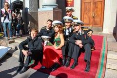 Kronstadt, RÚSSIA - 5 de setembro de 2012, atores Dmitry Ulyanov, Maksim Averin e Mitya Labush etc. no grupo da série de televisã imagem de stock royalty free