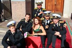 Kronstadt, RÚSSIA - 5 de setembro de 2012, atores Dmitry Ulyanov, Maksim Averin e Mitya Labush etc. no grupo da série de televisã imagens de stock royalty free
