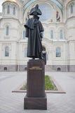 Kronstadt Um monumento ao almirante Fyodor Ushakov fotos de stock royalty free