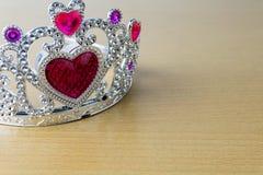 Kroon rode harten Stock Afbeelding