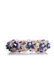 Kroon van bloemen op geïsoleerde achtergrond met bezinning Stock Foto's