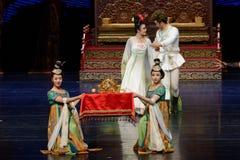 Kroon van de prinses-tweede handeling: een feest in de van het paleis-heldendicht de Zijdeprinses ` dansdrama ` royalty-vrije stock fotografie