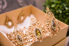 Kroon voor de bruid in de doos Royalty-vrije Stock Afbeelding