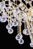 Kroonluchterlicht in binnenland, Chrystal-kroonluchterclose-up kristaldeel van kroonluchter, kroonluchter, verlichting, materiaal Stock Foto's