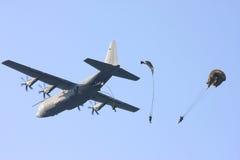 kropel Hercules spadochronu samolotu kawalerzyści Obrazy Royalty Free