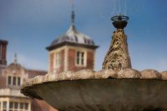 Kropelki woda od fontanny przy Blickling Hall, Norfolk, Anglia Fotografia Stock