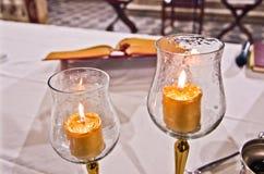 Kropi, świeczki i mszał na ołtarzu masa zdjęcia royalty free