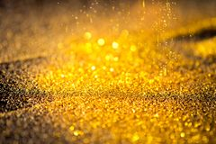 Kropi złocistego błyszczącego pył Zdjęcia Stock
