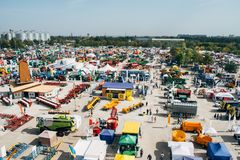 KROPIVNITSKIY ; € de l'UKRAINE « 22 septembre ; 2017 : Exposition agricole Agroexpo-2017 de vue panoramique Exposants, visiteurs photos libres de droits