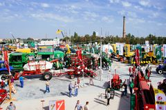 KROPIVNITSKIY ; € de l'UKRAINE « 22 septembre ; 2017 : Exposition agricole Agroexpo-2017 de vue panoramique Exposants, visiteurs photos stock