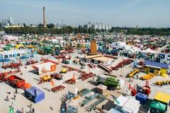 """KROPIVNITSKIY; UKRAINA †""""22 Wrzesień; 2017: Panoramicznego widoku rolnicza wystawa Agroexpo-2017 Eksponenty, goście fotografia stock"""