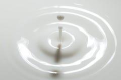 Kropla mleko obrazy royalty free