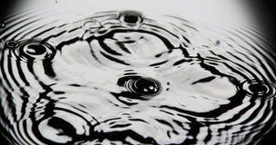 Kropla spada w wodę woda, zbiory