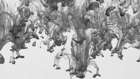 Krople czarny farby spływanie od wierzchołka dno pod wodą zbiory
