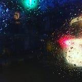 Krople deszcz na drzwiowym szkle samochód Zdjęcie Stock