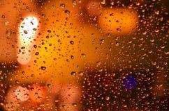 Krople na nocy miasta okno Zdjęcie Stock