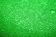 Krople woda na szkle w różnych kolorach, obrazy stock
