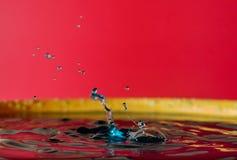 Krople woda tworzą cudownych momenty zdjęcia stock