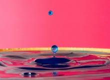 Krople woda tworzą cudownych momenty obrazy stock