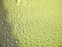 krople wody w tle żółty Zdjęcie Stock