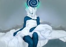 Kropp av den abstrakta kvinnan, PS-teckning Blå färg med vitt tyg Arkivfoton