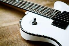Kropp och fretboard av den moderna elektriska gitarren royaltyfri bild