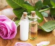 Kropp-omsorg olja och lotion med Rose Extract fotografering för bildbyråer
