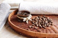 Kroppen skurar med kaffe royaltyfria foton
