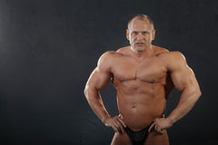 kroppsbyggare garvat undressed vått Fotografering för Bildbyråer