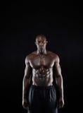 Kroppsbyggare med muskulös fysik royaltyfria bilder