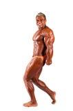 Kroppsbyggare som böjer hans muskler i studio arkivbilder