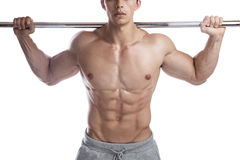 Kroppsbyggarebodybuilding tränga sig in den starka muskulösa manisolaten för abs Fotografering för Bildbyråer